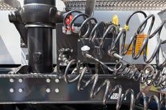 Motor en samengeperste luchtslangen van een vrachtwagen royalty-vrije stock afbeeldingen