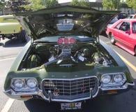 motor för 70-talFord Gran Torino sport Royaltyfri Fotografi