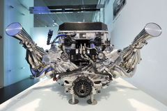 Motor för BMW V10 formel en på skärm i BMW museet Arkivfoto