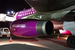 Motor för Wizz Air flygbuss A320 Royaltyfria Bilder