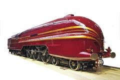 Motor ferroviario rojo en un fondo blanco Fotografía de archivo