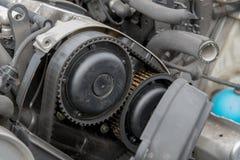 Motor- och för tajmingbälte closeup arkivbild