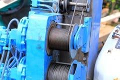 Motor und Riemen für Kranhaken lizenzfreies stockbild