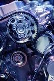 Motor van een auto (die op blauw wordt gestemd) Stock Foto's