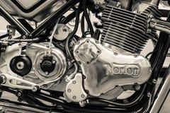 Motor van een sportenmotorfiets Norton Commando 961 Koffieraceauto Royalty-vrije Stock Afbeeldingen