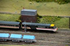Motor y carro ferroviarios modelo interurbanos británicos del tren Fotografía de archivo libre de regalías