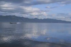 Motora en el lago Fotografía de archivo