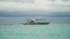 Motora en el mar almacen de video