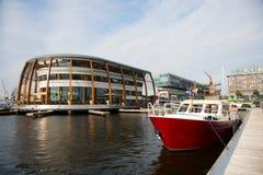 Motora holandesa en el puerto deportivo de Amsterdam fotos de archivo libres de regalías