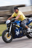 Motoracer op vage achtergrond Royalty-vrije Stock Afbeeldingen