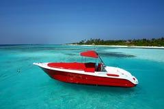 Motorbåt på Maldiverna Arkivbild