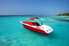 Motorbåt på Maldiverna Royaltyfria Bilder