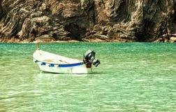 Motorbåt som svävar på havet Fotografering för Bildbyråer