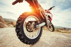 motorbike cykel utomhus på bakgrund Fotografering för Bildbyråer