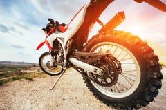 motorbike cykel utomhus på bakgrund Arkivfoto