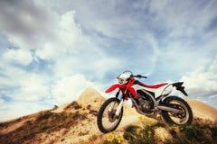 motorbike cykel utomhus på bakgrund Royaltyfri Bild