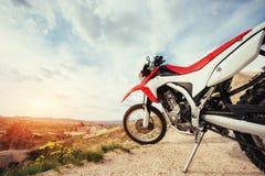 motorbike cykel utomhus på bakgrund Arkivbild