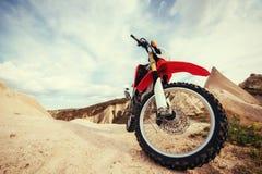 motorbike cykel utomhus på bakgrund Arkivbilder
