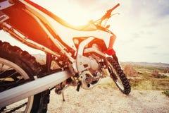 motorbike cykel utomhus på bakgrund Arkivfoton