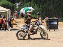 Motorbiker con l'ombrello fotografia stock libera da diritti
