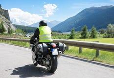 Motorbiker jedzie jego motocyklu rower Zdjęcie Stock