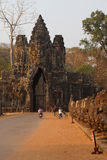 Motorbikes and Tuk tuks leave Angkor Thom Stock Images