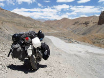 Motorbiking alla strada principale di Leh-Ladakh Fotografie Stock Libere da Diritti
