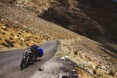 Motorbiking in valle di Spiti Fotografia Stock