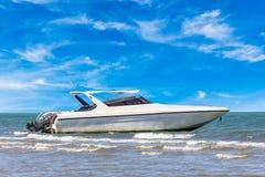 Motorboat στο φως της ημέρας στοκ φωτογραφία