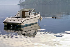 Motorboat amarrado Imagem de Stock