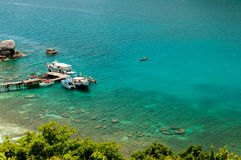 Motorboat dok i przeniesienie turysta przy Nang Juan wyspą, Thailan Fotografia Stock