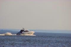 Motorboat na trasie Zdjęcia Stock
