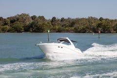 Motorboat przy Naples wybrzeżem, Floryda obrazy royalty free