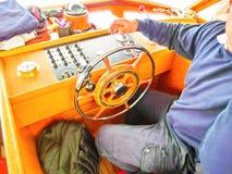 motorboat _ Snabbt motoriskt fartyg royaltyfria bilder