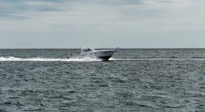 Motorboat w oceanie Obrazy Royalty Free