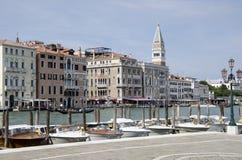Motorboats dokujący przy Canale Grande Obrazy Royalty Free