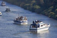 Motorboats em um canall Imagens de Stock