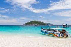 Motorboot bij eiland Similan Stock Foto's