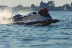Motorboot bij schemering royalty-vrije stock foto