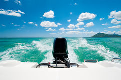 Motorboot in Caraïbische oceaan Stock Foto's