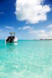 Motorboot die in de Baai van de Gunst wordt verankerd Stock Fotografie
