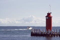Motorboot die Haven verlaat Stock Afbeelding