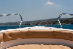 Motorboot in het overzees Stock Afbeeldingen