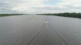 Motorboot op de rivier