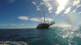 Motorboot schwamm zur Yacht stock footage