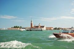 Motorboot in Venedig Lizenzfreie Stockfotos