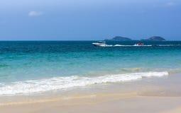 Motorbootreise von tropischem Meer Stockfotos