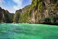 Motorboten in lagune Thailand. Royalty-vrije Stock Fotografie