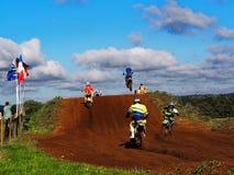 Motorcrossras en Sprong royalty-vrije stock foto