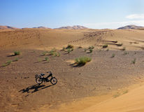 Motorcycle in the desert Royalty Free Stock Photos
